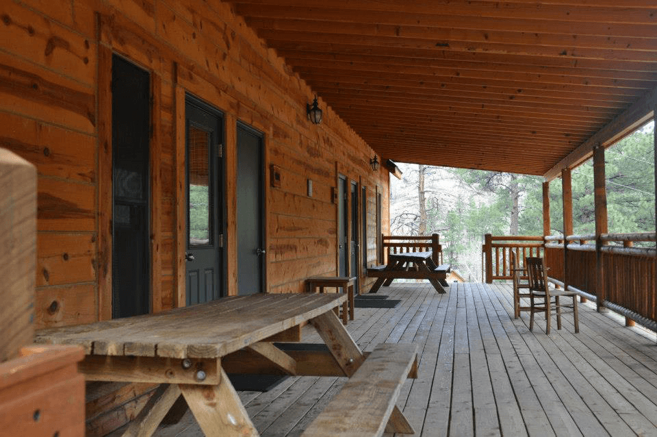 Camper-Lodge-Porch